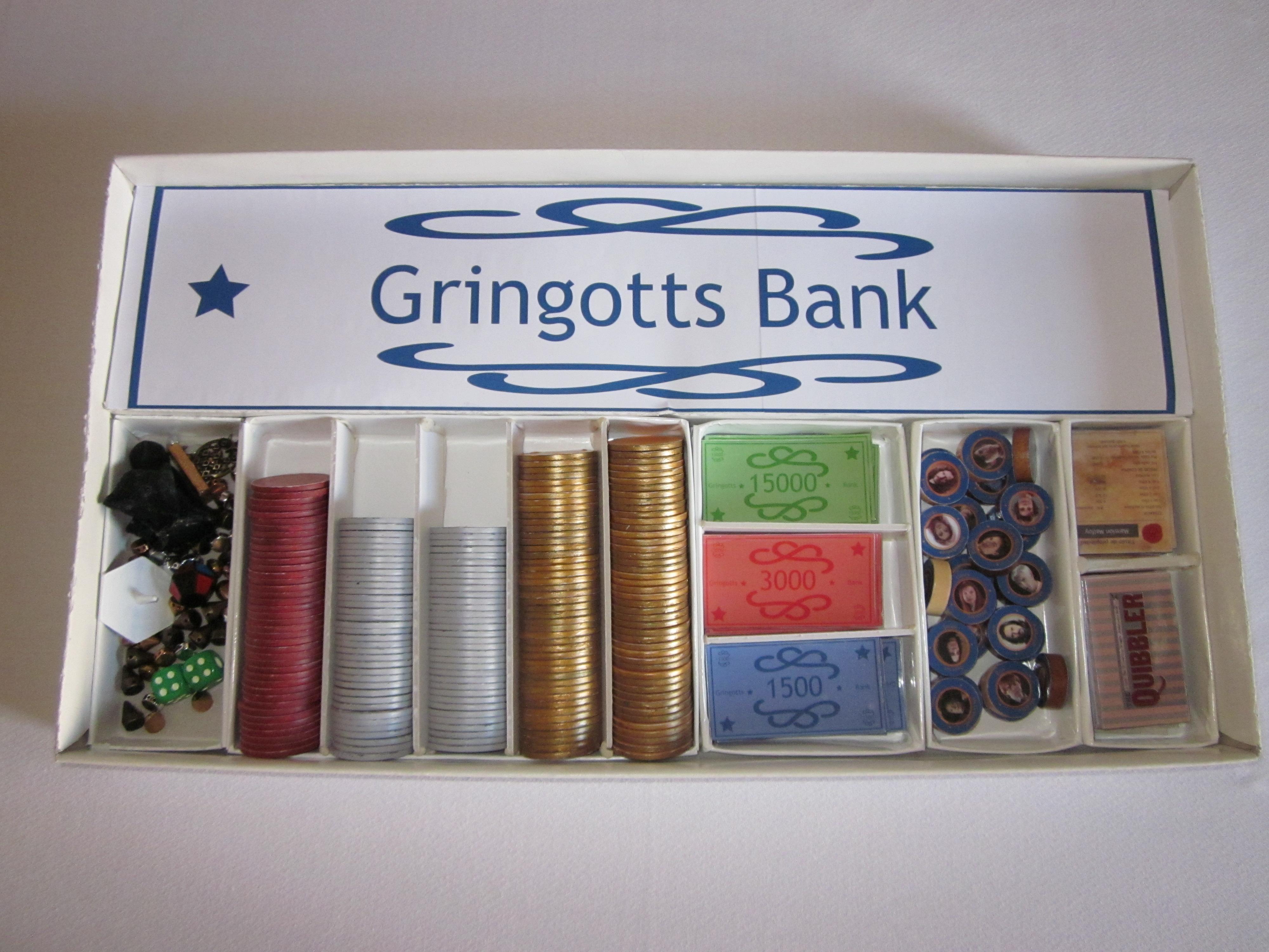 Interior caja monopoly